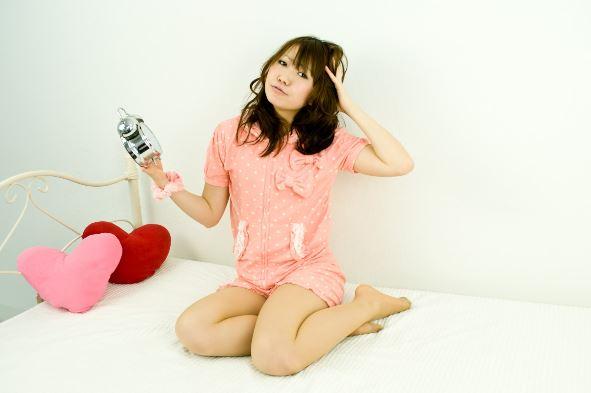 ルームウェアを着る女性の画像