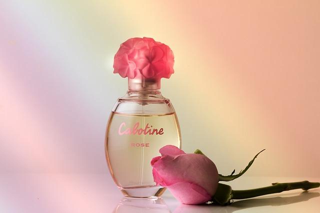 花の香水の画像