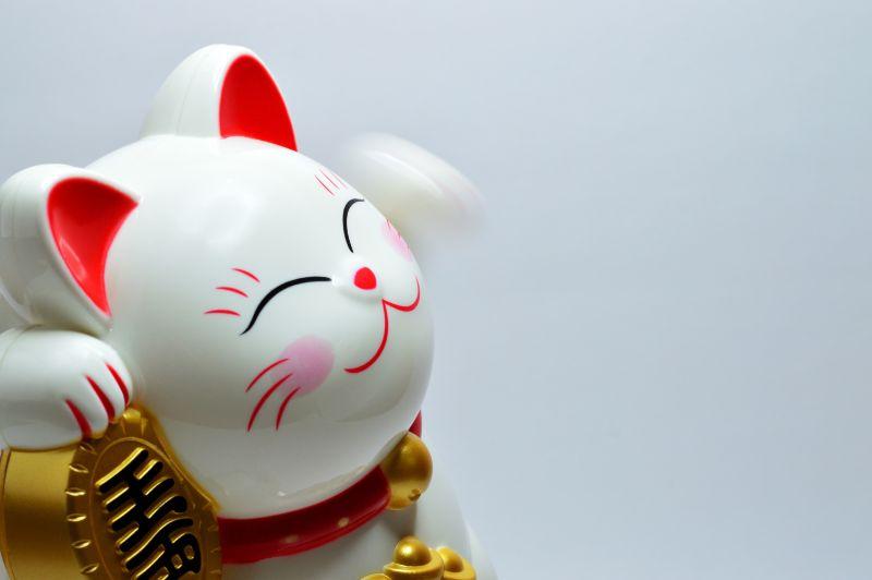 招き猫の横顔の画像