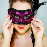 仮面をかぶった外国人の画像
